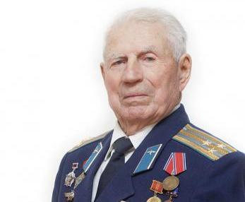 Китель с наградами последнего героя  войны из Суздаля передали на хранение  в школьный музей